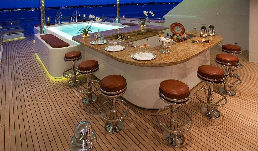 Yacht Martha Ann outdoor bar