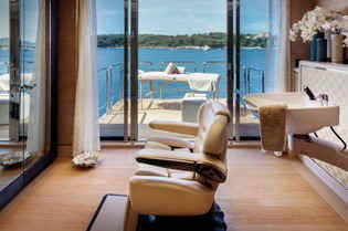 Yacht Cloud 9 Beauty Salon