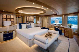 Yacht Cloud 9 Master stateroom