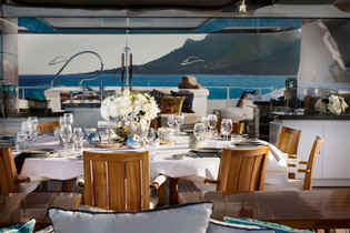 Yacht Cloud 9 Dining outdoor